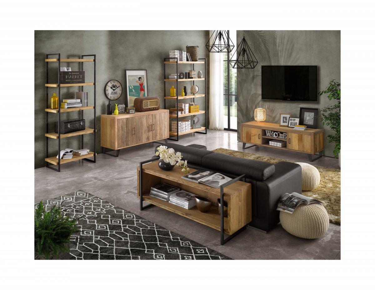 Composizione living con arredi in legno naturale
